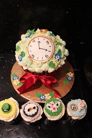 Alice in Wonderland Giant Cupcake & Cupcakes - Cake by Laura Pavey