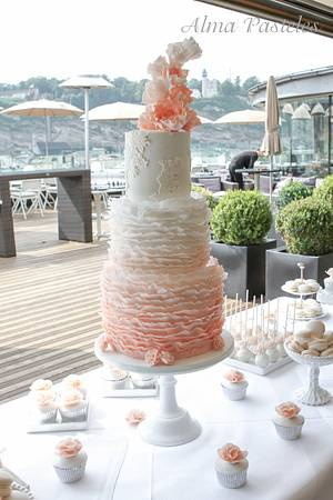 Ruffles and lace wedding cake wit sweet table - Cake by Alma Pasteles