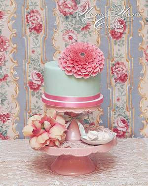 """Simplicity is beauty"" - Dahlia cake - Cake by NanaeNanaCakes"
