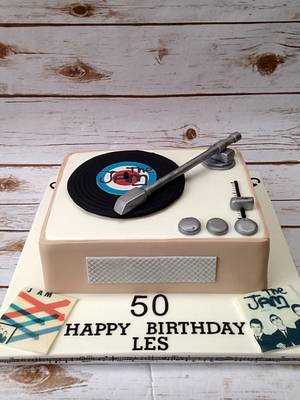 Retro record player - Cake by The Cake Bank