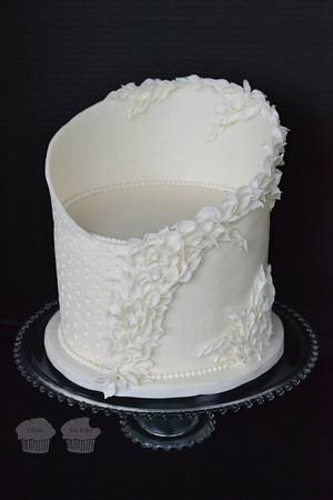White on White  - Cake by Susan