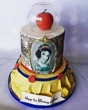 Snow White - Cake by Heidi