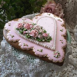 A touch of gold - Cake by Teri Pringle Wood
