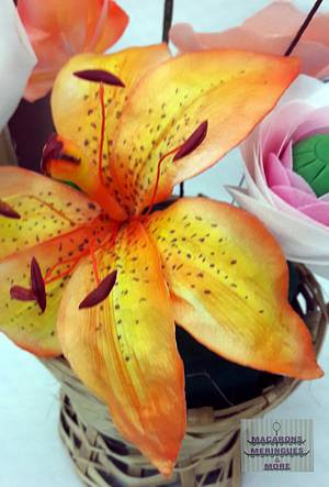 Wafer paper Lily  - Cake by RupalsCakes (MACARONS MERINGUES &MORE )