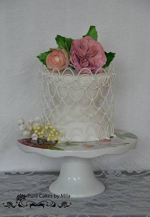 String work & Sugar flowers - Cake by Mila - Pure Cakes by Mila