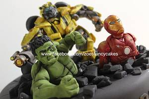 Super heroes figures. Bumblebee, ironman and the hulk - Cake by Zoe's Fancy Cakes