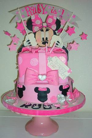Minnie Mouse surprise cake - Cake by lee