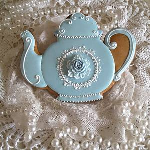 Teapot in blue - Cake by Teri Pringle Wood