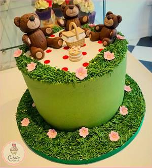 Teddy Bears Picnic - Cake by Cutsie Cupcakes