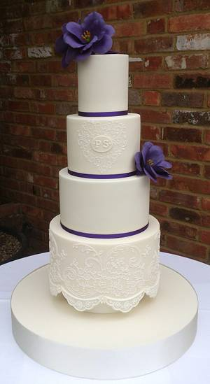 Purple Lisianthus and lace - Cake by BellissimoCakes