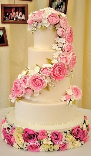 Cascading Peonies - Cake by tortebella