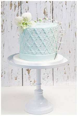 Small weddingcake with edible lace - Cake by Taartjes van An (Anneke)