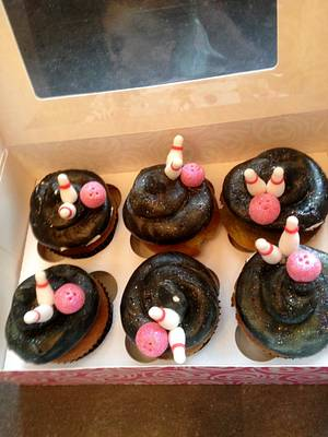 Bowling cupcakes - Cake by priscilla-patisserie