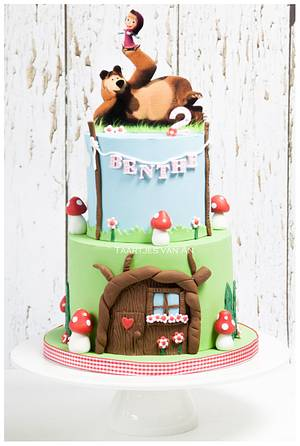 Marsha and the bear - Cake by Taartjes van An (Anneke)