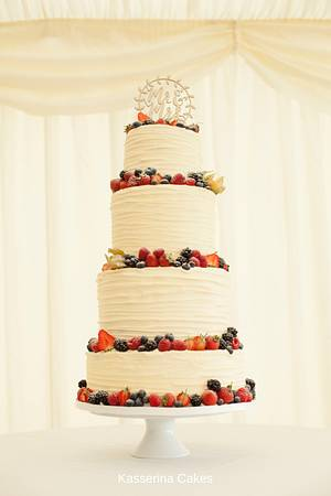 Buttercreamed tower with fruit - Cake by Kasserina Cakes