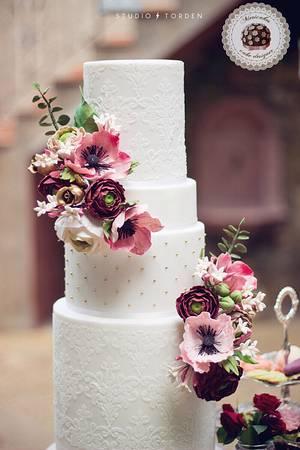 "Sweet Table ""Love is in the Cake"" - Mericakes Cake designer - Cake by Mericakes"