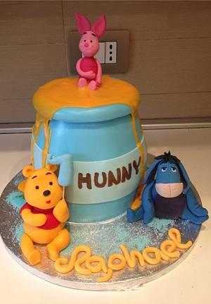 Winnie Pooh Honey Pot - Cake by Micol Perugia