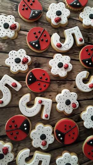 Ladybug Biscuits - Cake by Lulubelle's Bakes