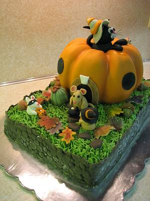 My first Halloween cake - Cake by Beverly Brown