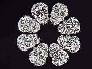2D sugar skulls detail - Cake by Elizabeth Miles Cake Design