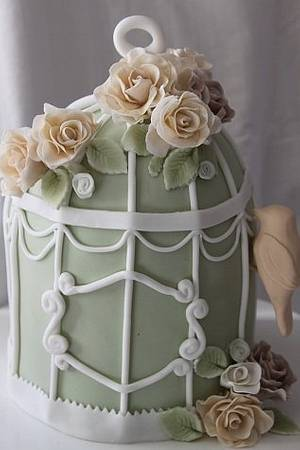 Vintage birdcage with roses - Cake by lostincakes