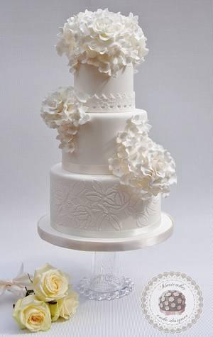 Pure white wedding cake - Cake by Mericakes