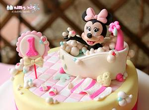 Baby Minnie Mouse Bath  - Cake by Isabella Coppola di Milky Way