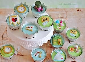 Alice in Wonderland cupcakes. - Cake by LenkaSweetDreams
