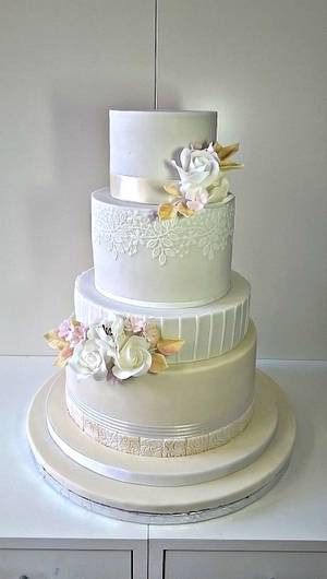 Wedding in champagne colour - Cake by Frufi