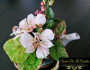 I love making different flower combinations with the ones I already have - Cake by Sonia de la Cuadra