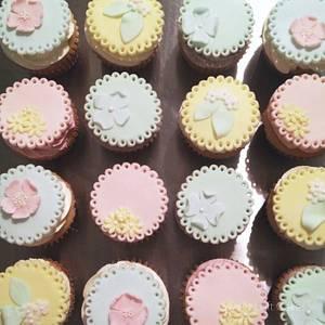 Spring Cupcakes - Cake by Heidi
