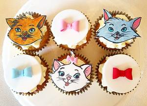 Aristocats cupcakes! - Cake by Beth Evans