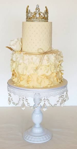 crown cake - Cake by Romina Haiek