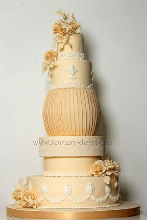 Ivory wedding cake with roses - Cake by Viorica Dinu