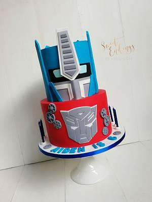 Optimus Prime - Cake by Lulu Goh