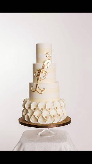 Glamour in Gold - Cake by Bryson Perkins