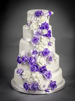 Roses Wedding Cake - Cake by BunnyBakes