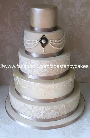 Classy wedding cake - Cake by Zoe's Fancy Cakes