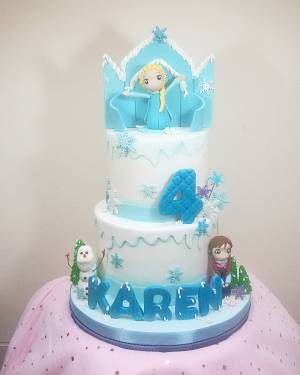 Frozen - Cake by Astried