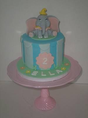 Dumbo - Cake by CakeLuv