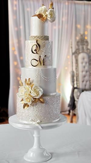 Gold & champagne wedding cake  - Cake by Joanna Pyda Cake Studio