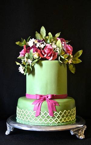 Green cake and sugar flowers - Cake by Carol Pato