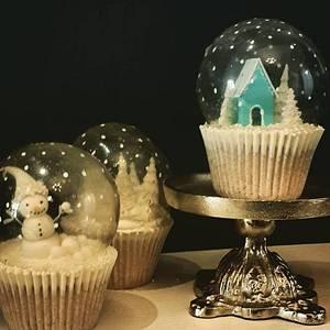Snowglobe Cupcakes - Cake by Elizabeth