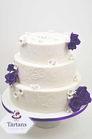 Purple roses wedding cake - Cake by Ingrid ~ Tårtans underbara värld