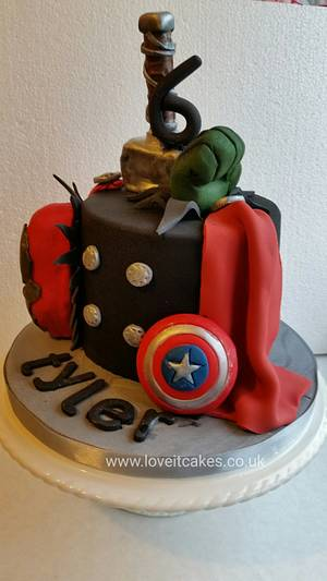 Avengers  - Cake by Love it cakes