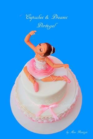 BALLERINA SURPRISE - Cake by Ana Remígio - CUPCAKES & DREAMS Portugal