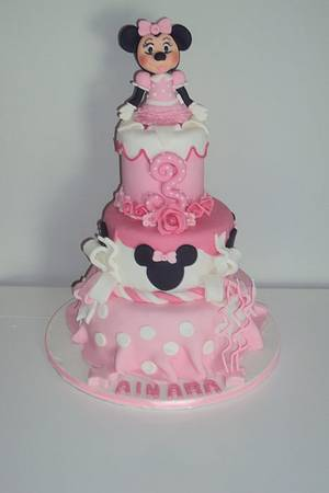 Tarta de Minnie - Cake by silvia Valdearenas