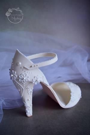 Elegant bridal shoe   - Cake by Audrey