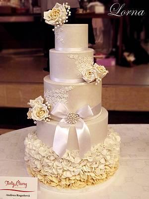 Wedding cake - white & ivory - Cake by Lorna
