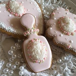 Cameos in blush - Cake by Teri Pringle Wood